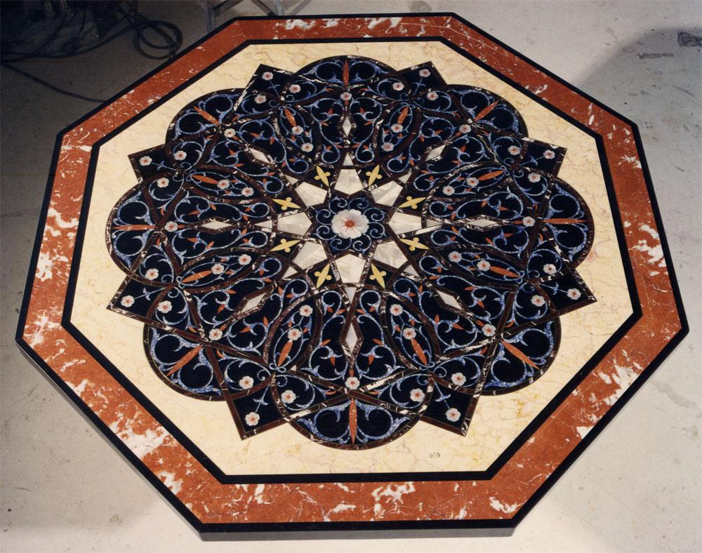 Tavoli Di Marmo Intarsiati : Intarsio bagno di lusso con pavimento in mosaico spirito artistico