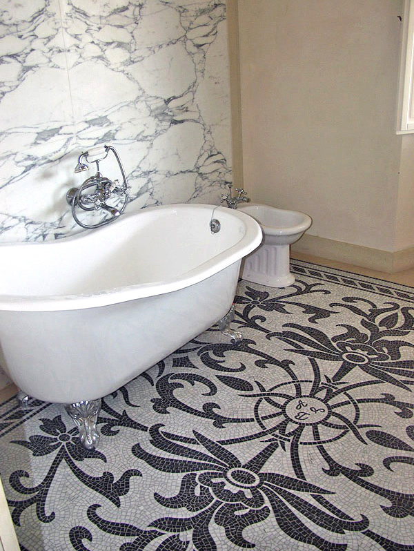 Intarsio bagno di lusso con pavimento in mosaico - Bagno bianco e nero ...